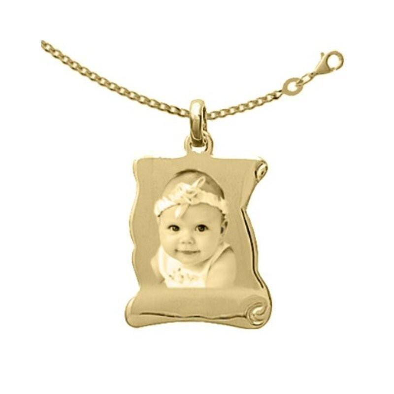 Médaille parchemin Plaqué or avec la chaîne